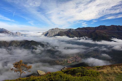 Mar de nubes sobre Potes