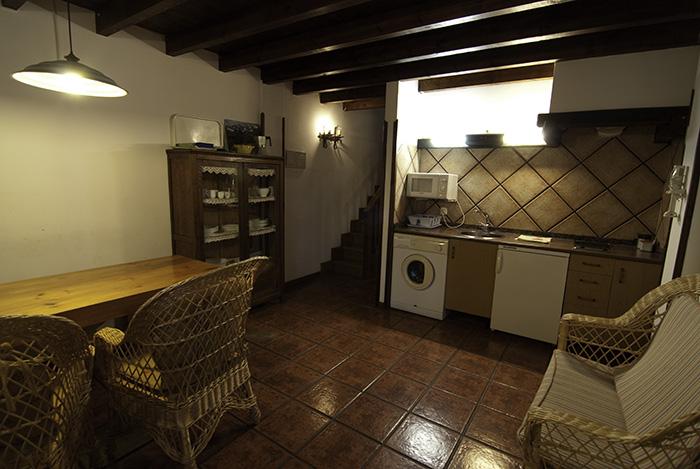 Cocina comedor de los apartamentos Fuente de Somave