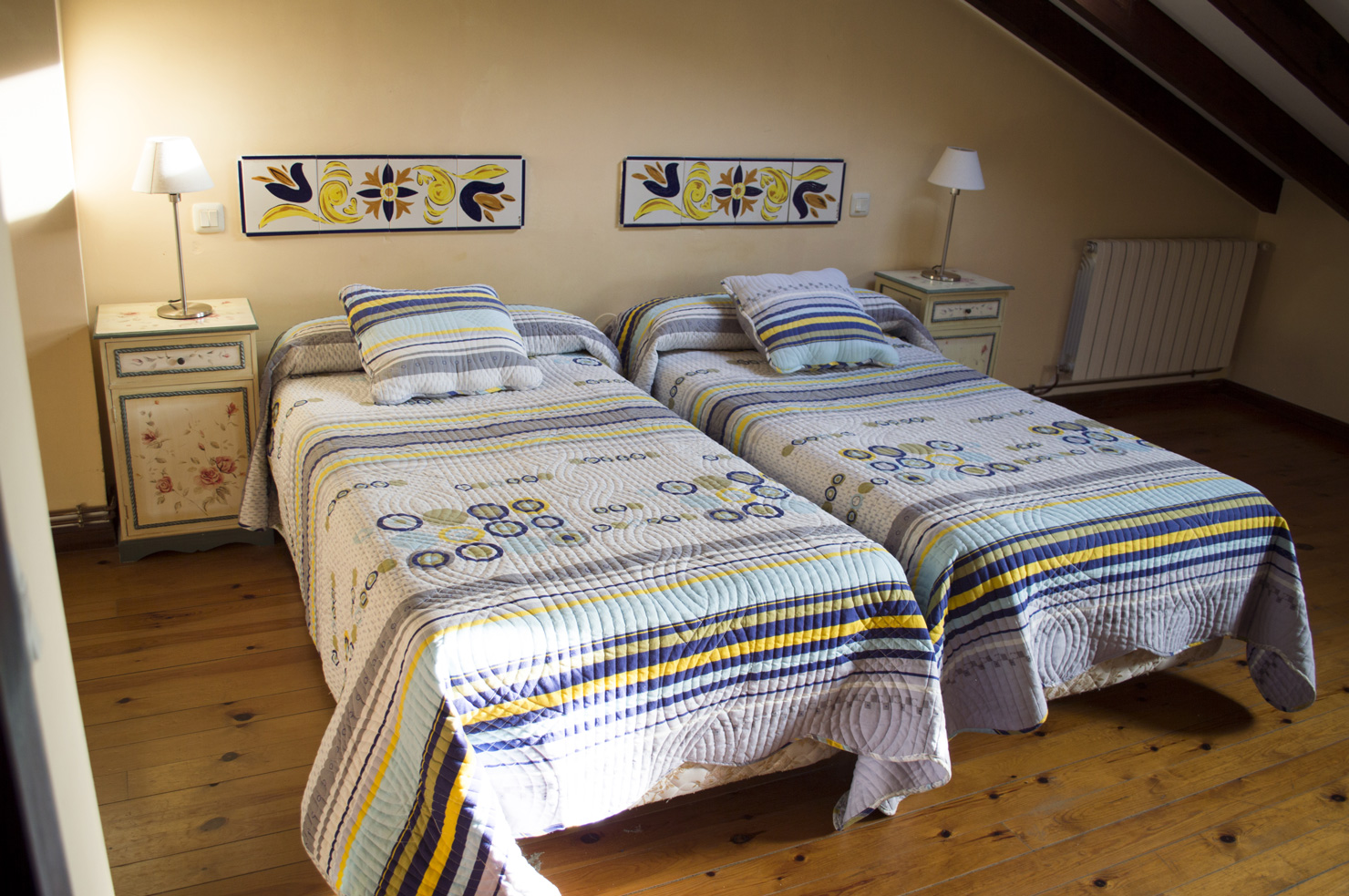 Dormitorio camas individuales. Casas rurales en Cantabria Fuente de Somave