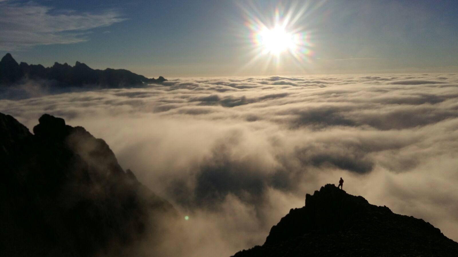 Un maravillosos atardecer desde la collada del agua, en el macizo occidental de los Picos de Europa