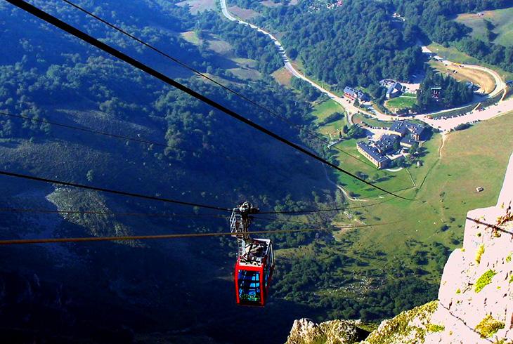 El Teleférico de Fuente Dé nos permite adentrarnos en el macizo occidental de los Picos de Europa.