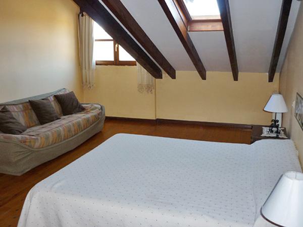 Dormitorio principal de los apartamentos Fuente de Somave